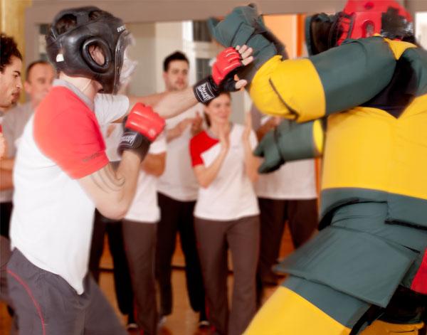 Fitness und Kampfsport für Frauen und Männer